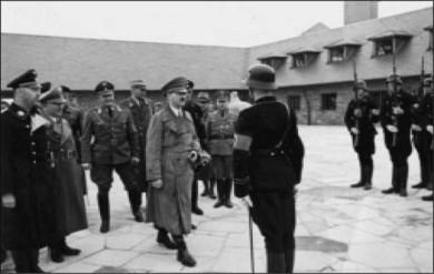 гитлер в концлагере